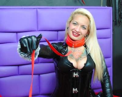 Female Slave Webcams On LiveJasmin